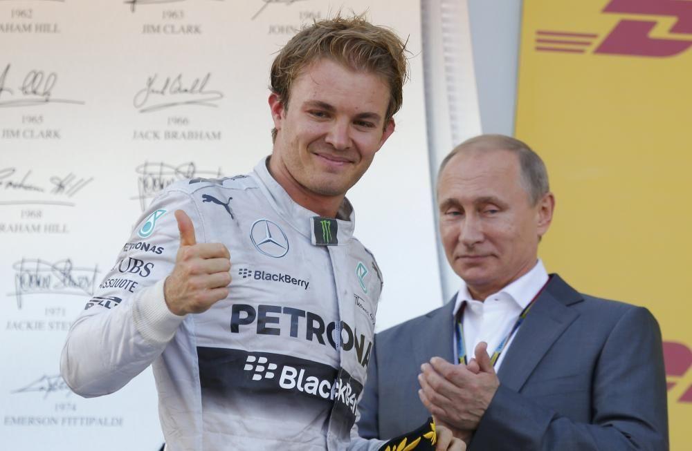Russian President Putin applaudes Mercedes ...