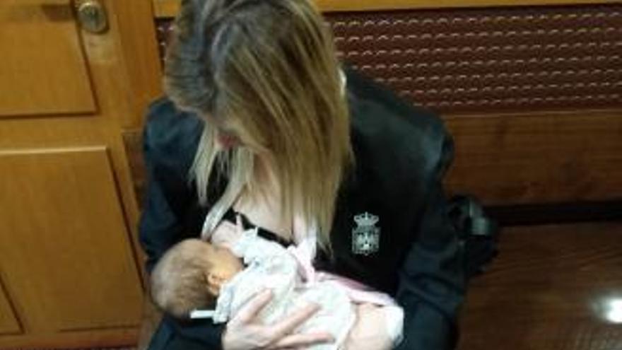Una abogada, obligada a salir de la sala a dar el pecho a su bebé en Vigo