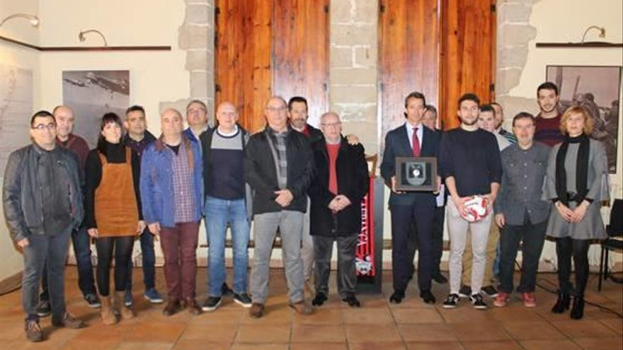 El CF Vilafranca recibe la Medalla de la Vila