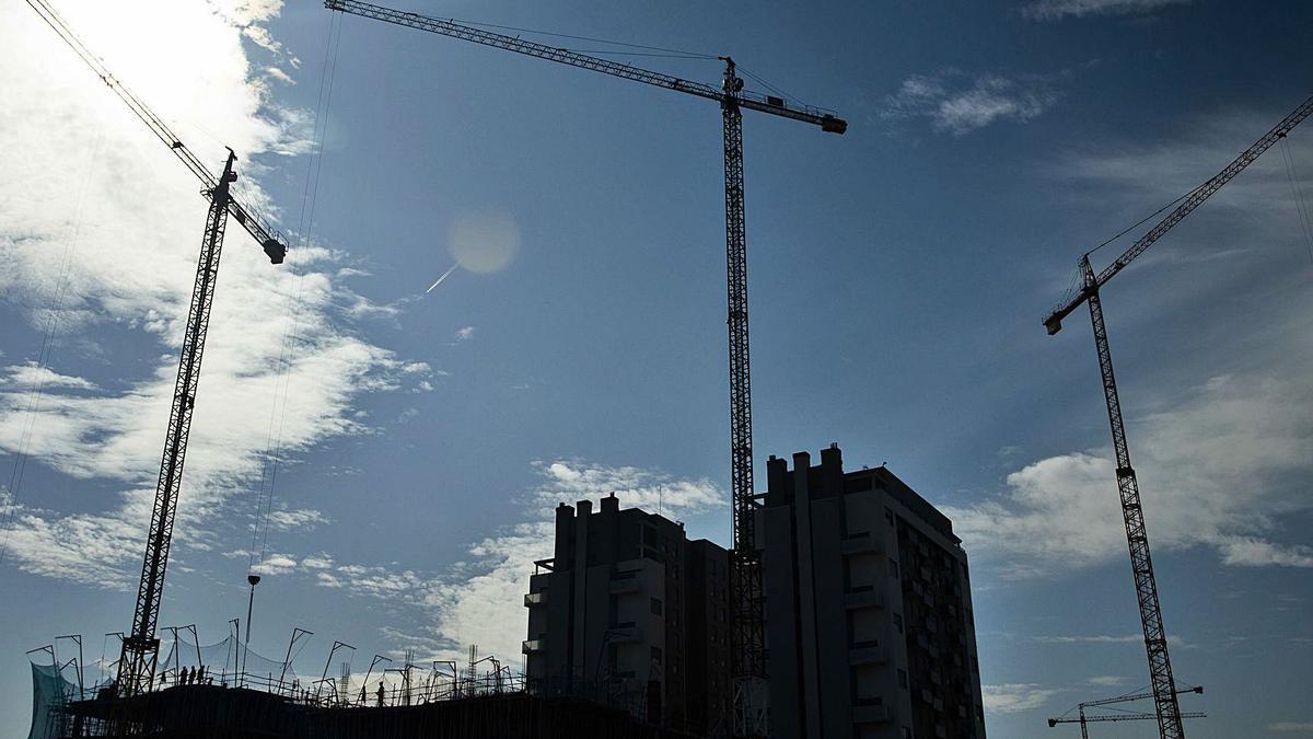 La construcción «ha sufrido daños dificilmente reparables»,señala la Croem.