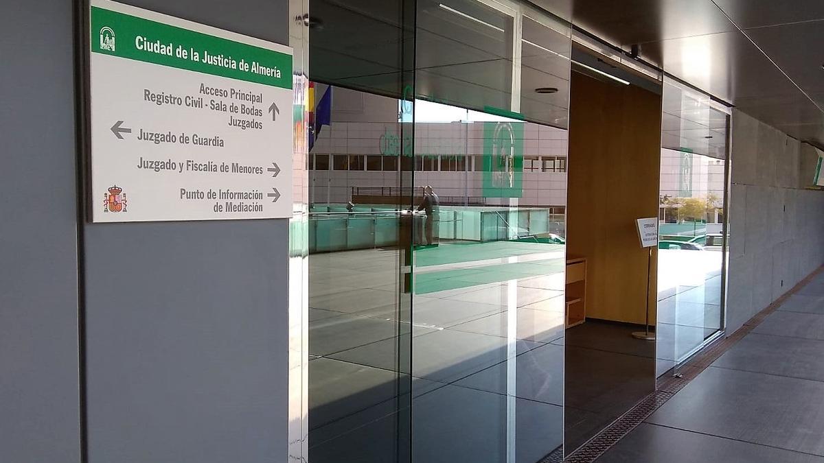 Entrada a la Ciudad de la Justicia de Almería.