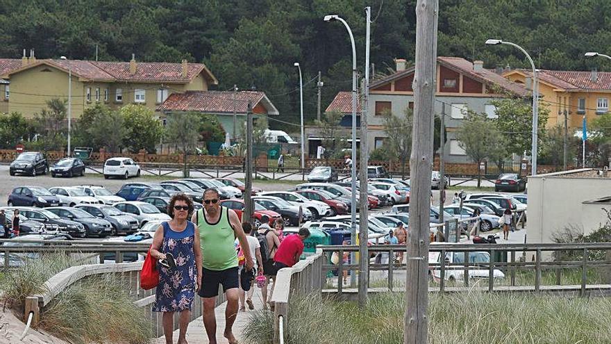 Costas retirará la arena de las pasarelas de la playa de San Juan