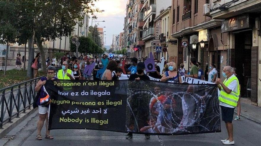 150 personas protestan contra el tráfico de armas desde Sagunt