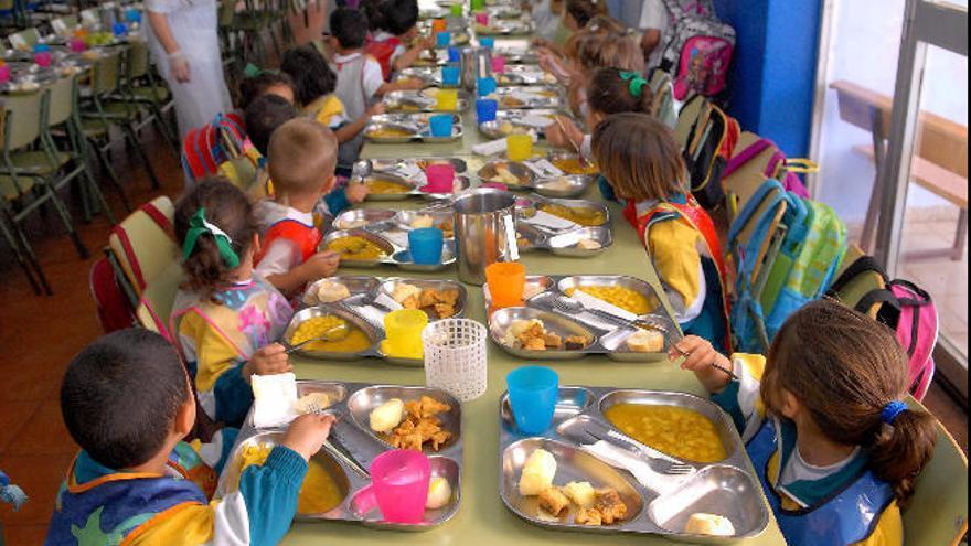 Comienza el reparto de alimentos para los 13.447 alumnos de comedores escolares con 'cuota cero'