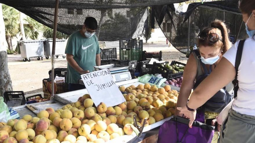 El mercado de La Fica se traslada este domingo a la calle Enrique Tierno Galván