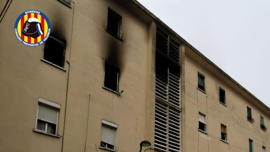 VÍDEO | Un hombre fallece y un niño de 8 años salta al vacío en el incendio de un piso