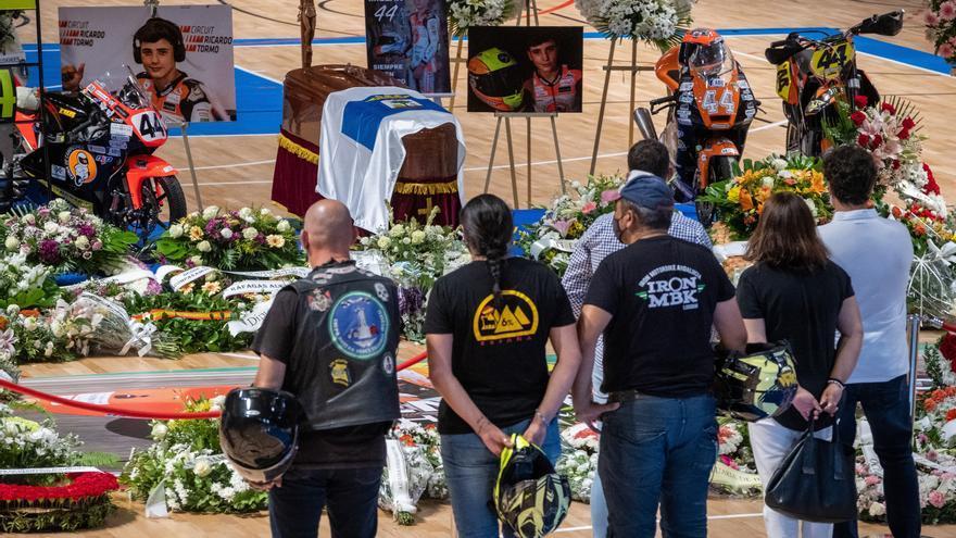 Huelva despide con cariño y dolor a Hugo Millán en su capilla ardiente