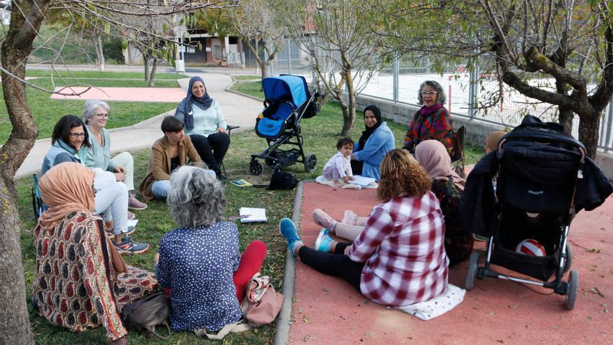 Dones de Moià ensenyen català a mares nouvingudes: Ho expliquen les impulsores i les participants del projecte