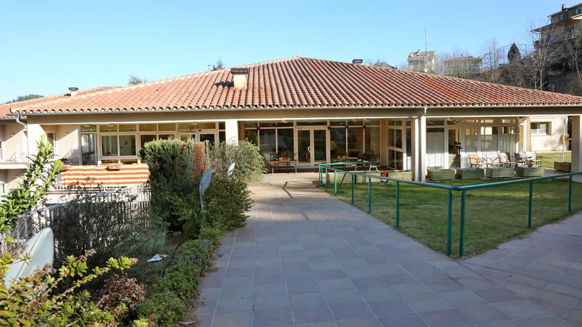 La residència està ubicada al passeig 14 d'Abril.