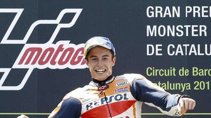 Marc Márquez guanya a Montmeló gràcies a una quàdruple caiguda
