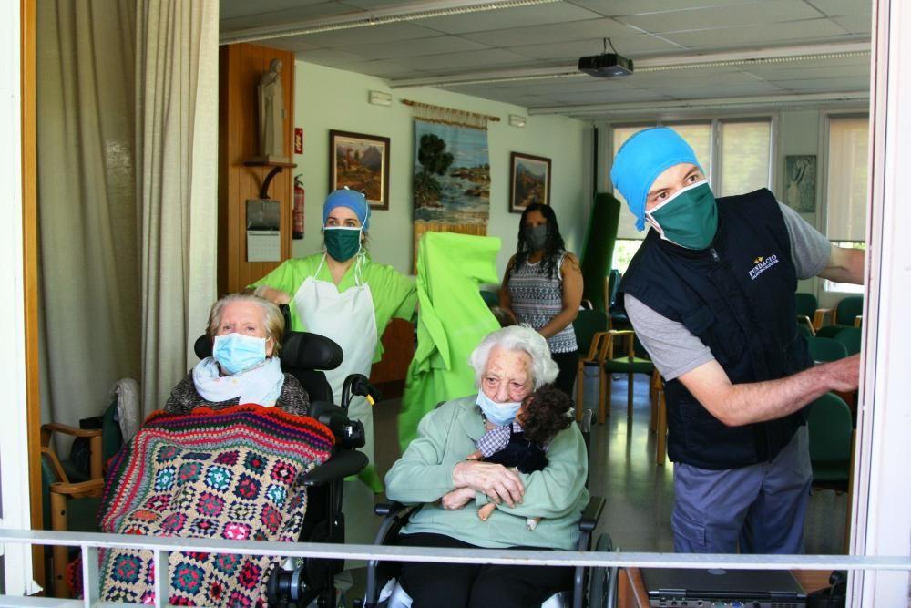 Els veïns reconeixen la tasca dels treballadors de la residència de Bagà
