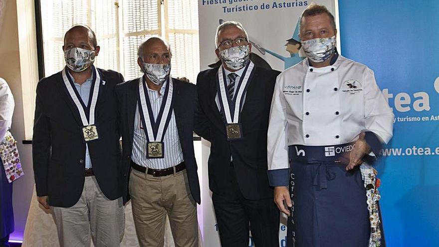 Medallas, placas y mascarillas para agasajar a los homenajeados