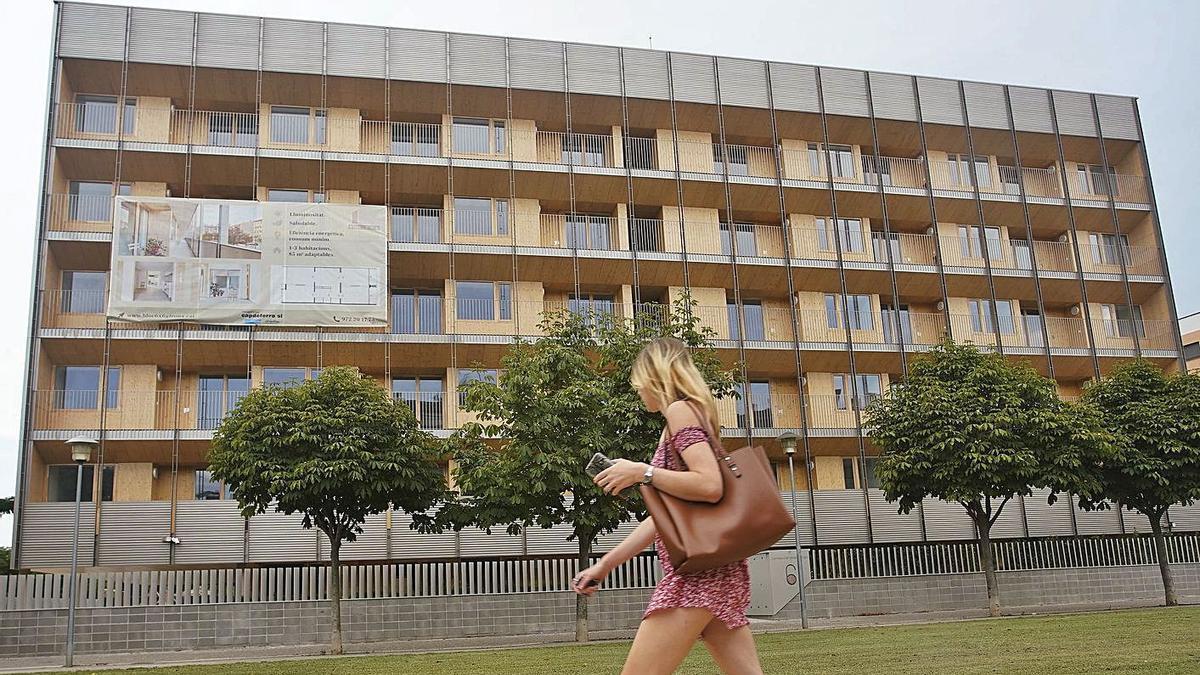 La imponent façana de l'edifici 6x6 de Girona, nominat als prestigiosos premis