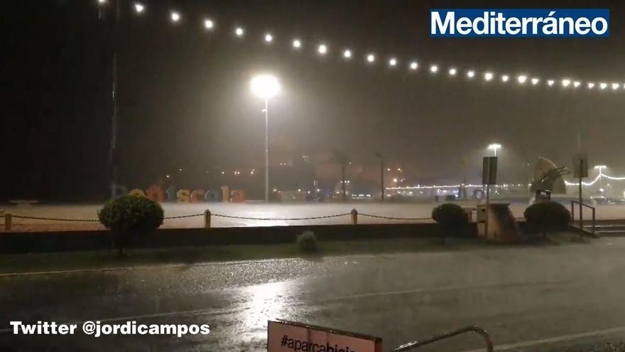 Inundaciones en Peñíscola, Vinaròs y Benicarló tras una fuerte tormenta de madrugada