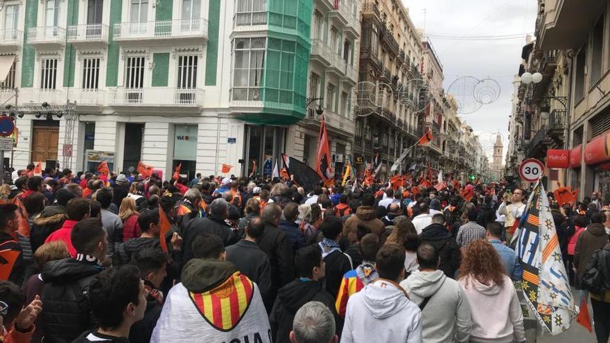 Multitudinaria marcha cívica del valencianismo por el Centenario