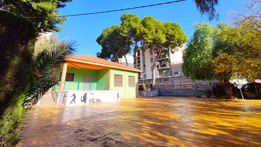 Finaliza la remodelación de la zona exterior del centro social Estación 4 Zonas de Elda