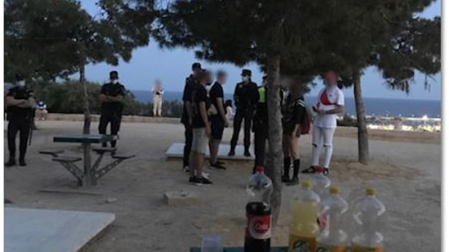 La Policía Local pone más de un centenar de sanciones por botellón en Alicante