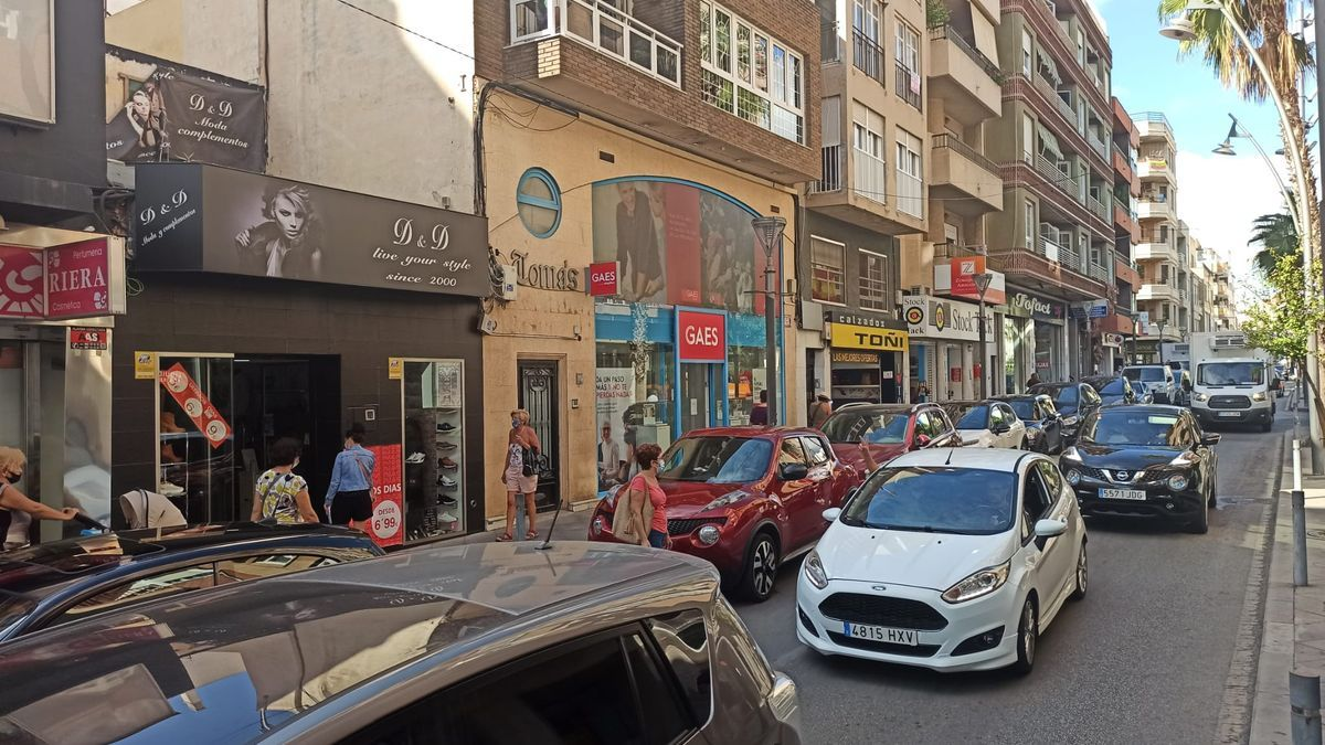 Image of Ramón Gallud street, one of the main commercial thoroughfares in the center of Torrevieja