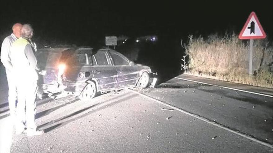 Un conductor se da a la fuga tras dejar su coche cruzado en la CV-10
