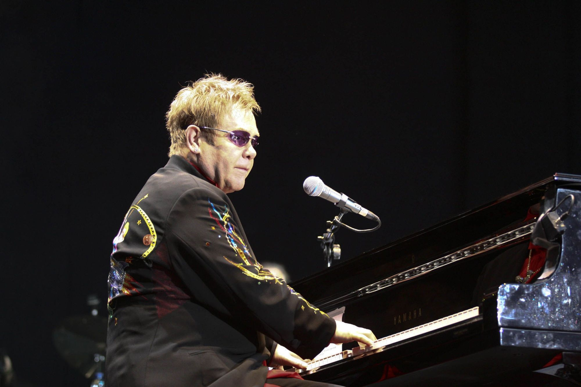 Elton John cumple 74 años: así fue su concierto en Xàtiva
