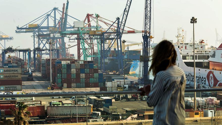 La ley antifraude del Gobierno deja en el aire 220 empresas y 3.000 empleos en Valenciaport