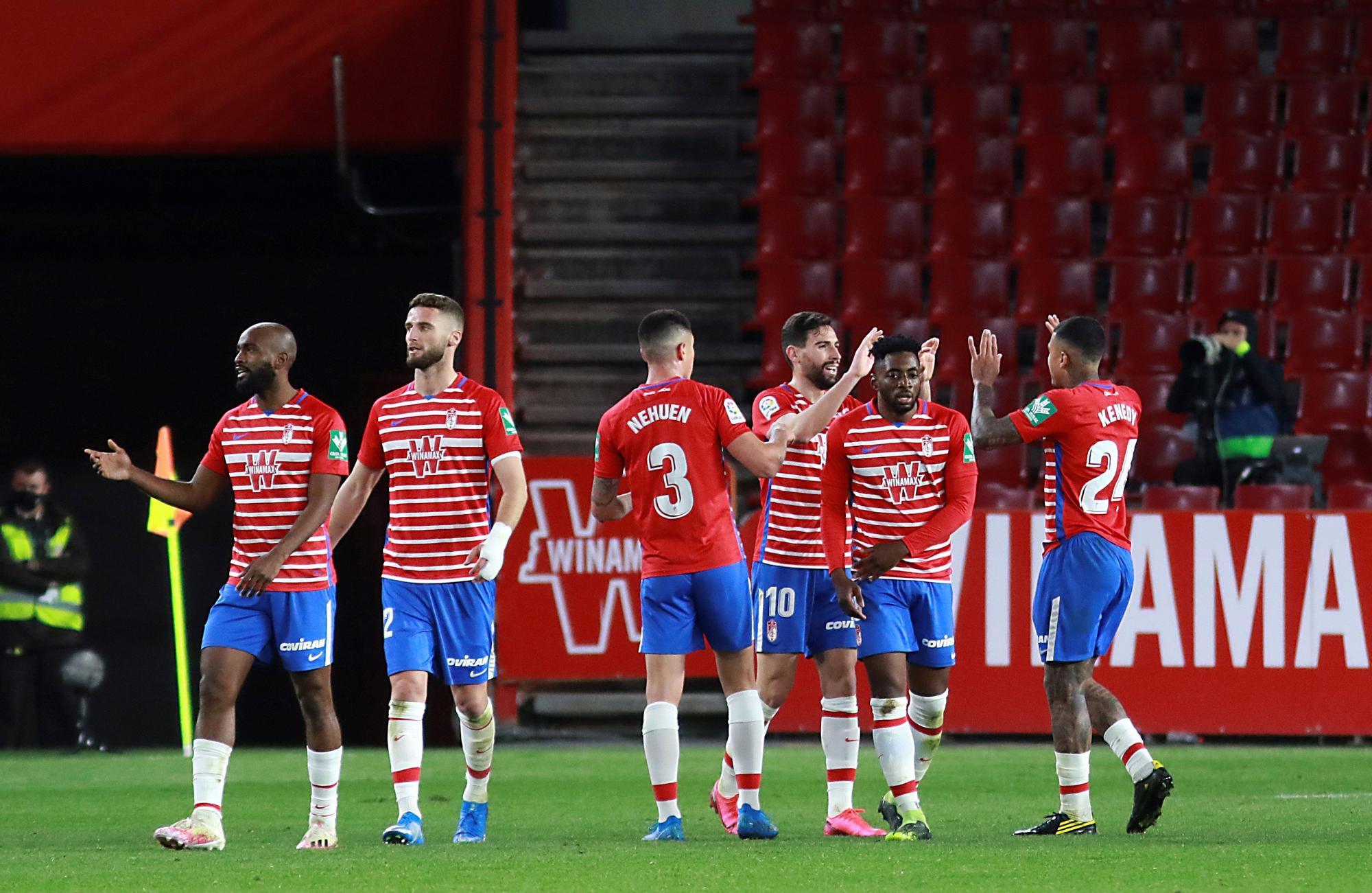 Granada - Elche: El Elche deja pasar el tren (2-1)