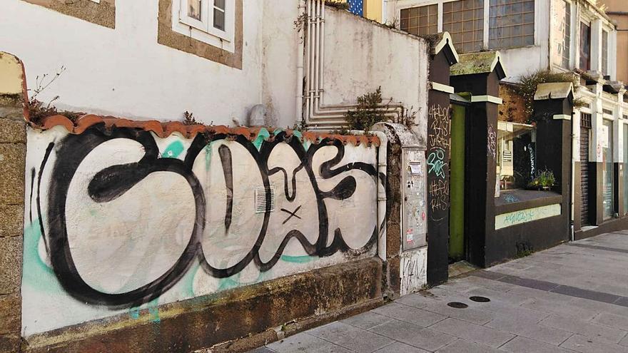 La denuncia al grafitero COAS por delito patrimonial suma casi dos años en el juzgado