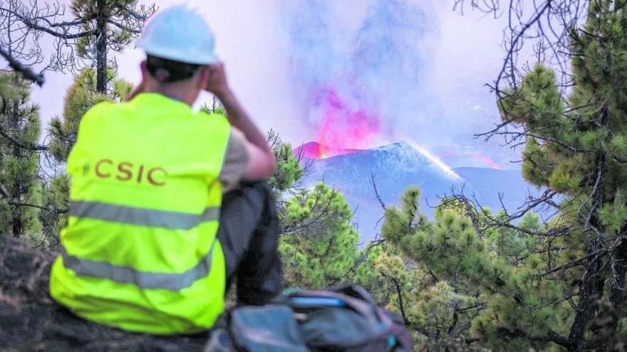 Nuevo golpe a La Palma tras caer la parte norte del volcán