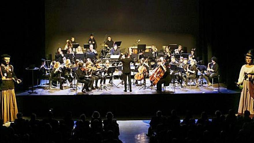 Tarda de festa en l'estrena del concert de les músiques del Carnaval de Sallent