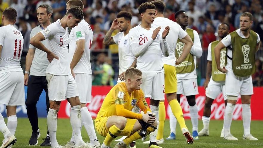 Inglaterra intentó marcar mientras los jugadores de Croacia celebraban el 2-1