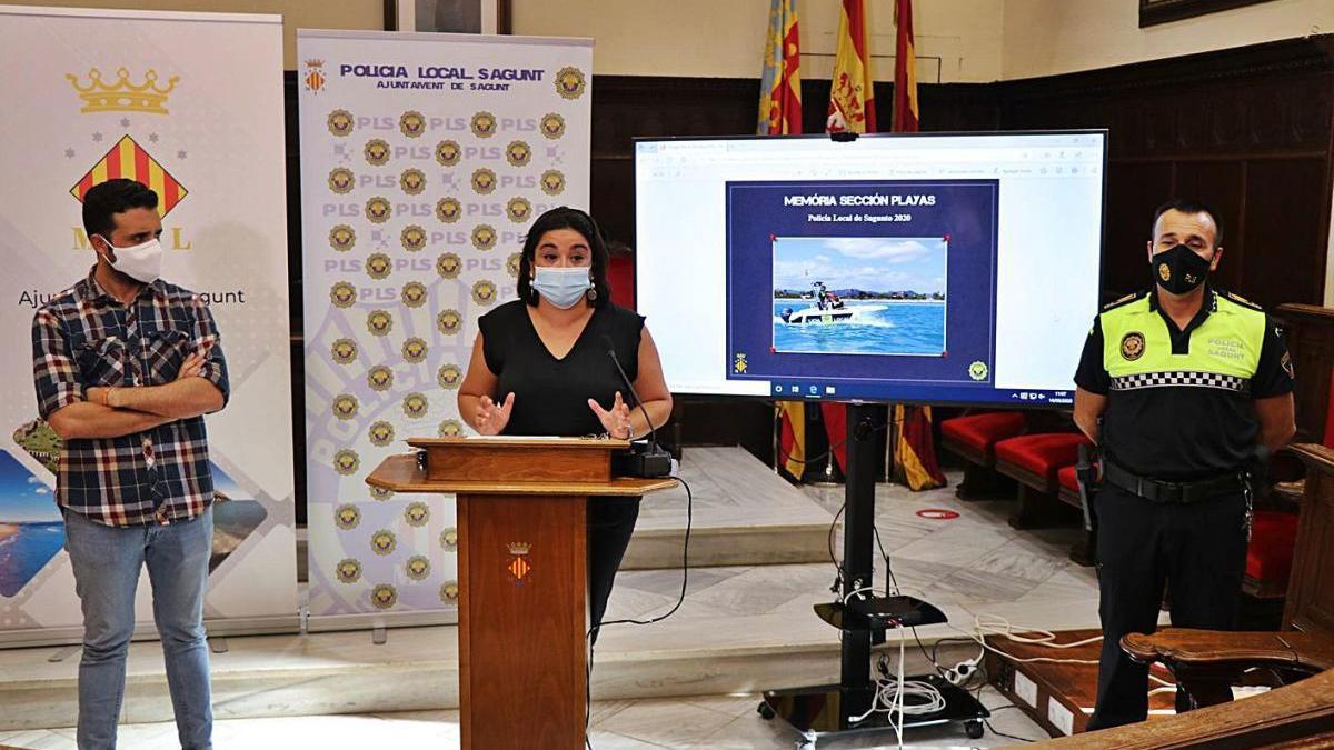 El alcalde, la edil de Policía y el inspector Pacheco, en la presentación del balance.