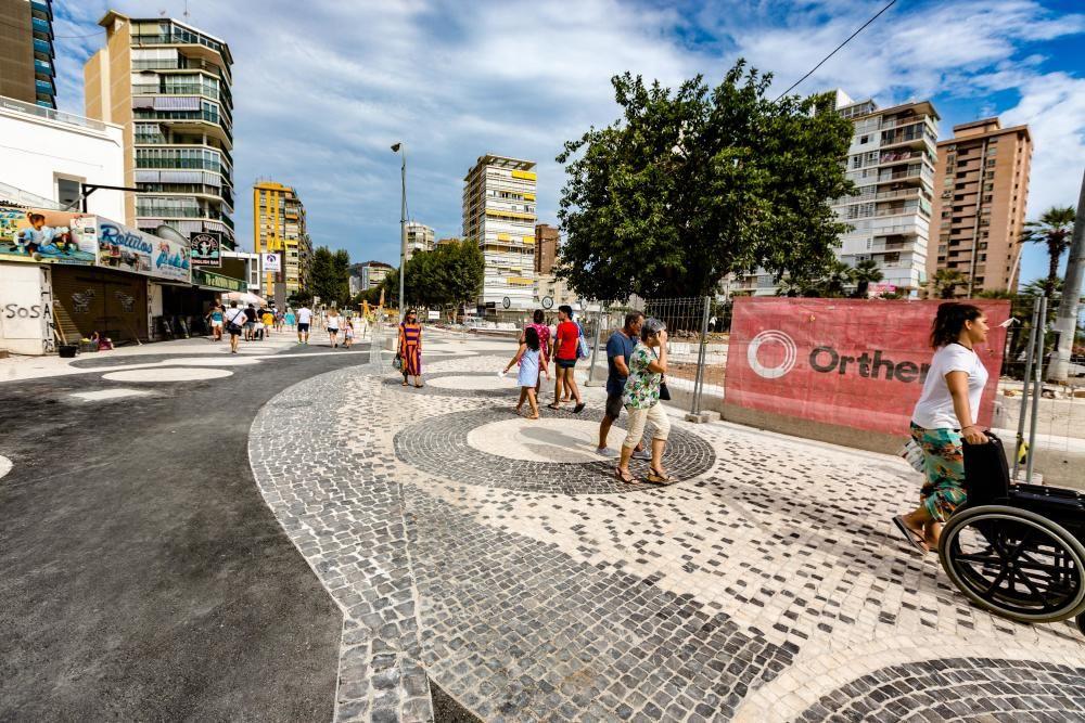 Benidorm abre al paso de peatones la plaza Triangular tras la reforma