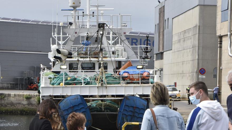 """El pesquero """"Manuel Laura"""", con tripulantes con COVID, llega a Vigo"""