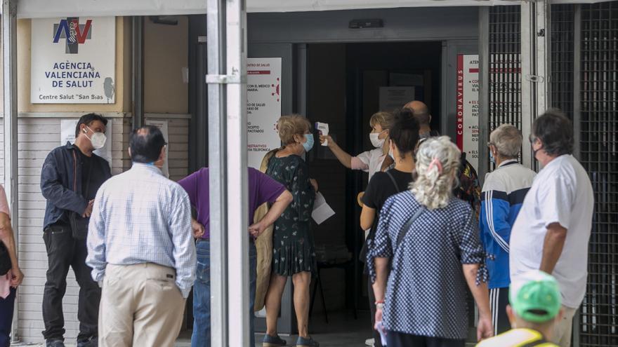 El Sindic insta a Sanidad a garantizar la accesibilidad a los centros de salud