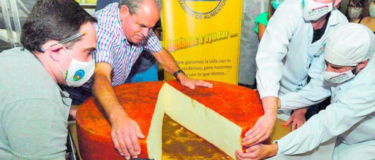 Un queso de 120 kilos para el 'Banco'