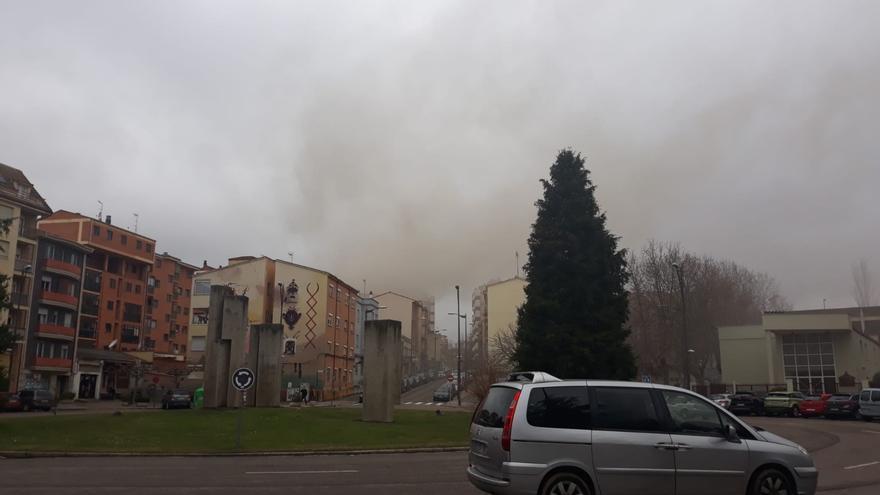 Los bomberos sofocan un fuego en un restaurante de la calle de Toro en Zamora