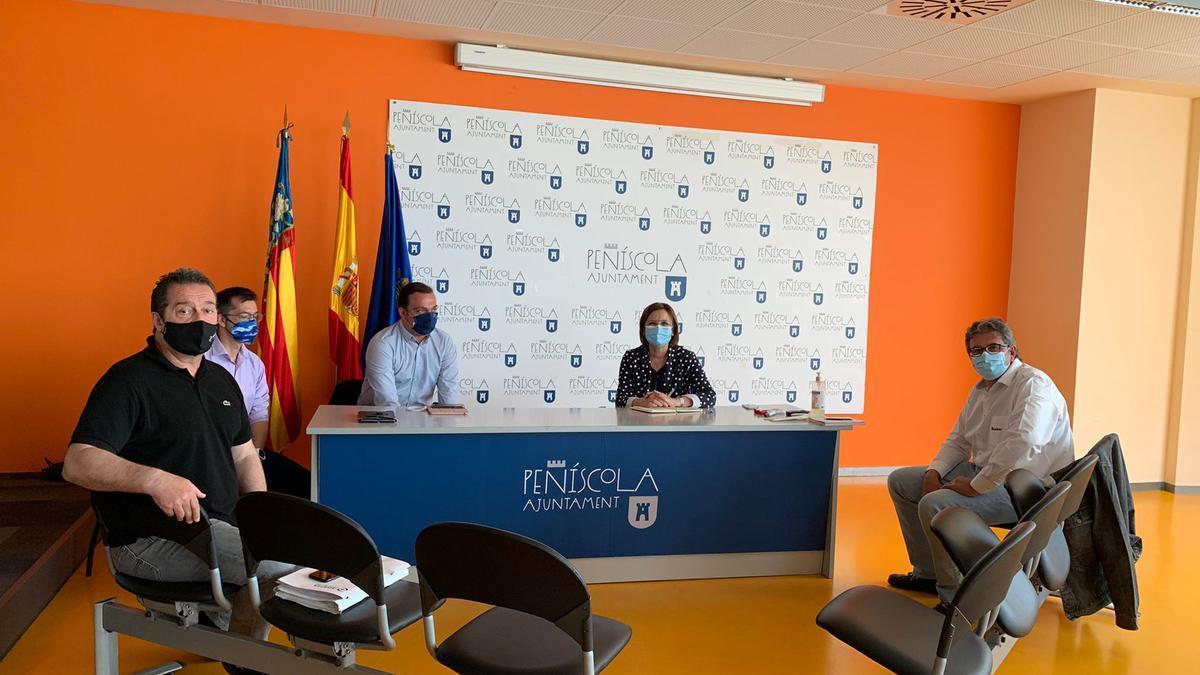 El edificio sociocultural de Peñíscola fue el escenario de la reunión entre los dos alcaldes.
