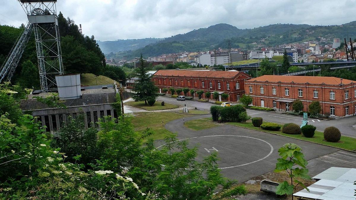 Les instalaciones del pozu Fondón d'Hunosa, en Llangréu, dende onde parte la rede de xeotermia d'esti conceyu. | LNE