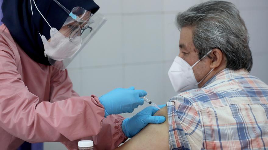 Indonesia vacunará a 5.000 periodistas para agradecer su labor informativa