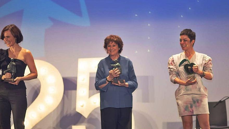 Nata Moreno y Pilar Palomero reciben el premio  Villa de La Amunia