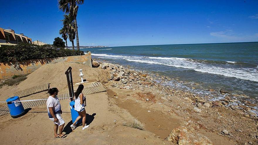 Todos los pueblos con playas maltrechas se unen en una plataforma