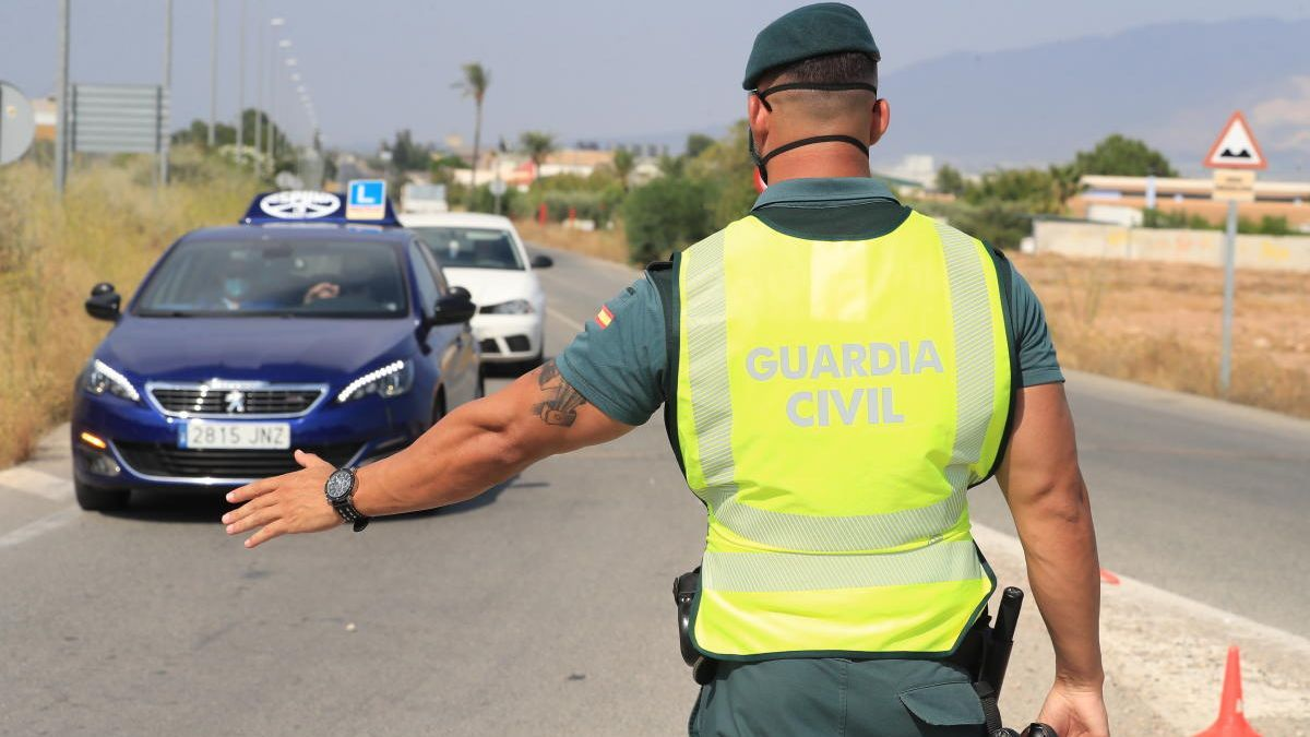Control de la Guardia Civil en una entrada a Totana.