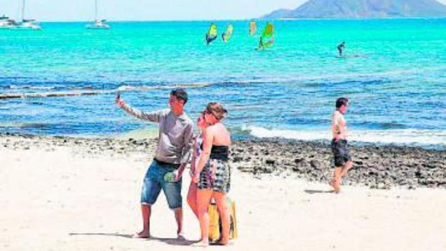 La Oliva mejora las playas del municipio para tratar de recuperar las banderas azules