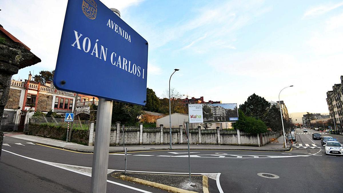 Una de las placas de la avenida de Juan Carlos I de Pontevedra que serán sustituidas. |   // G.SANTOS