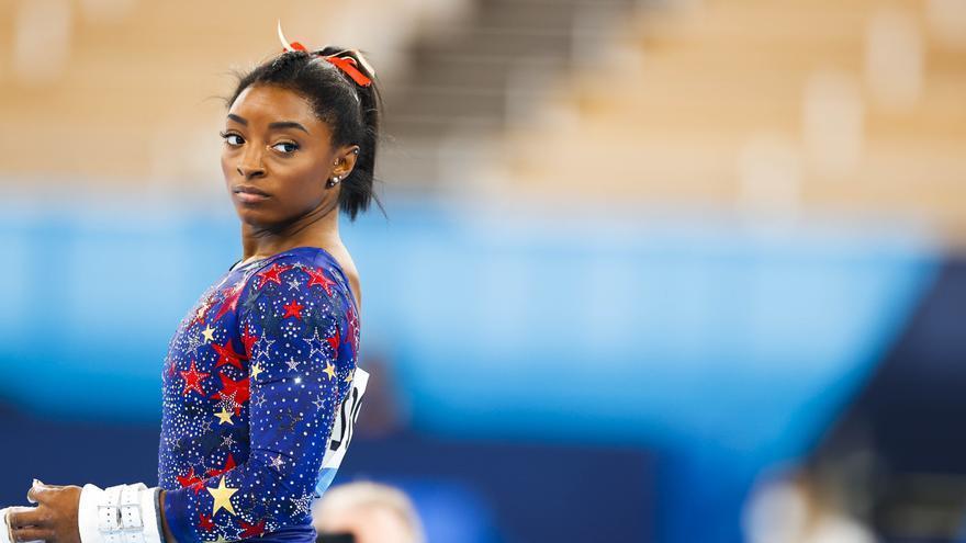 Simone Biles abandona la final per equips de gimnàstica artística