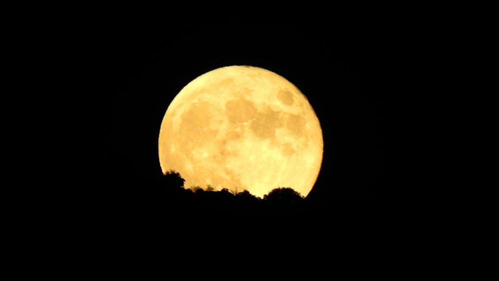 Sant Llorenç de Morunys. Lluna nova que sortia per sobre de Busa