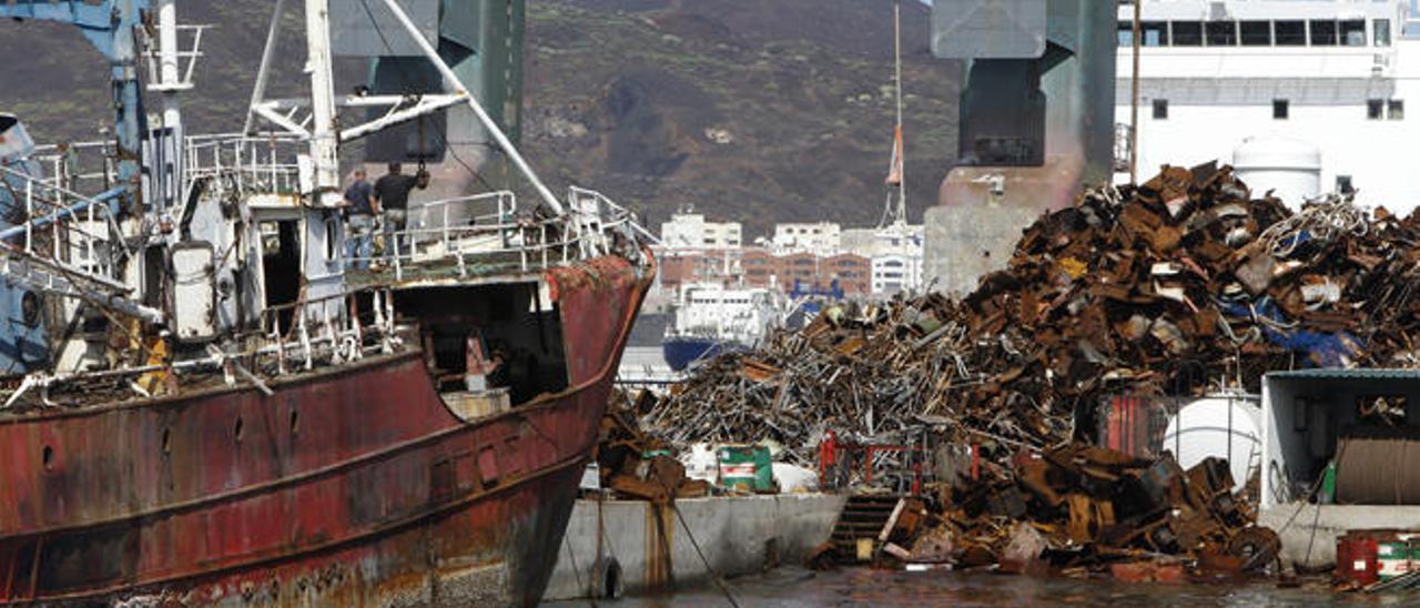 Logiscrap acumula toneladas de chatarra en La Luz tras bajar el precio del hierro