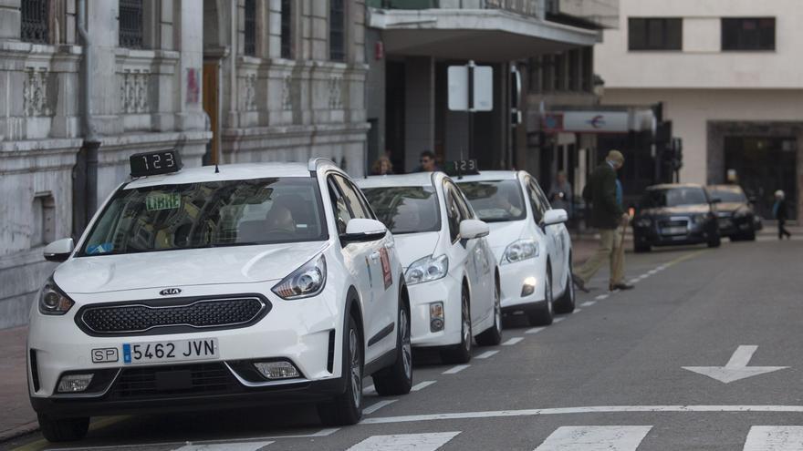 """El sector del taxi cierra """"un año nefasto"""" con la peor Navidad: """"No hay apenas movimiento"""""""