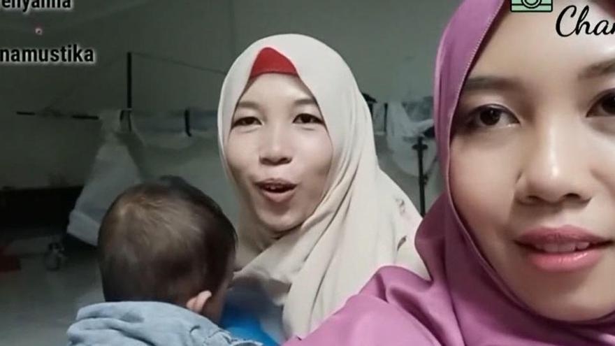 Unes bessones indonèsies es retroben 24 anys després gràcies a TikTok
