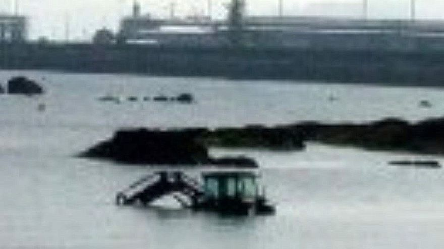 """Un """"Nessie"""" mecánico naufraga en Alcabre"""